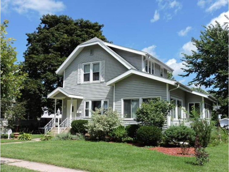 326 Monroe St, Fort Atkinson, WI by Re/Max Preferred $132,900