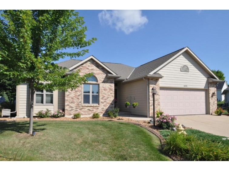 1303 W Heights Ct, West Bend, WI by Exsell Real Estate Experts Llc $269,900