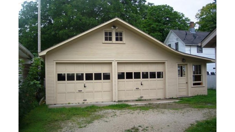 511 N Milwaukee St Plymouth, WI 53073-1131 by Re/Max Universal $87,500
