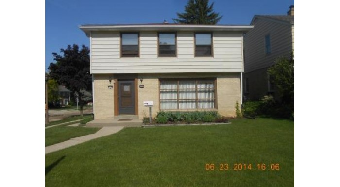 4542 N Marlborough Dr 4544 Shorewood, WI 53211-1304 by Re/Max Lakeside-Capitol $239,900