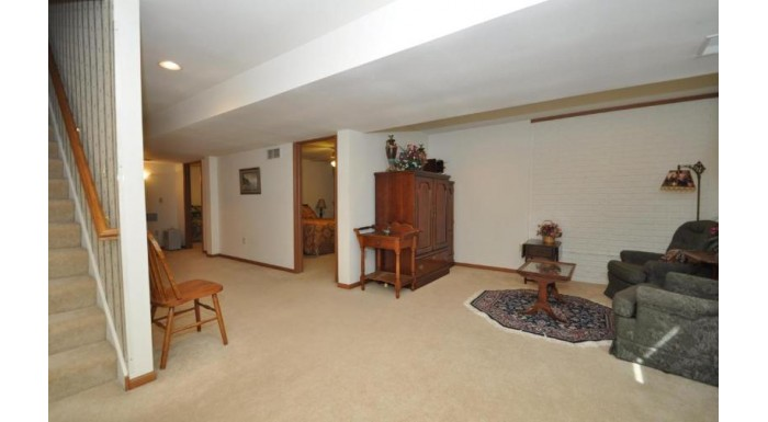 1303 W Heights Ct West Bend, WI 53095-4586 by Exsell Real Estate Experts Llc $269,900