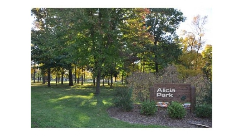 2608 LAKE PARK RD Appleton, WI 54915 by Acre Realty, Ltd. $375,000