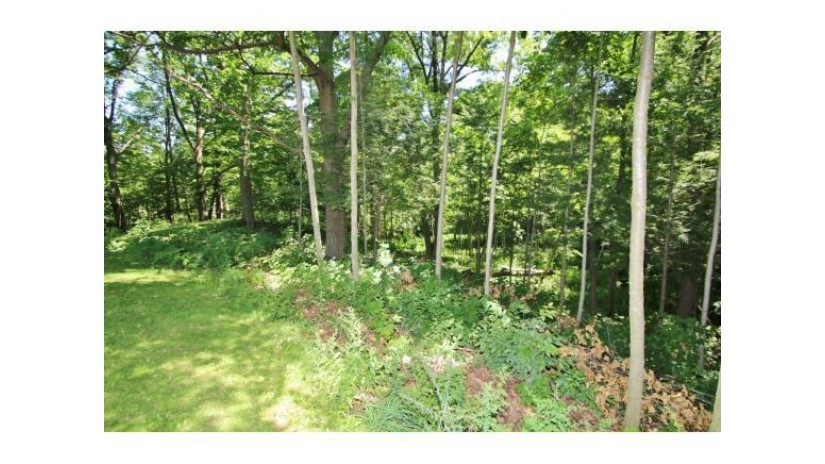 4603 MEADOW BROOK CT Hobart, WI 54155-9243 by Resource One Realty, LLC $374,900