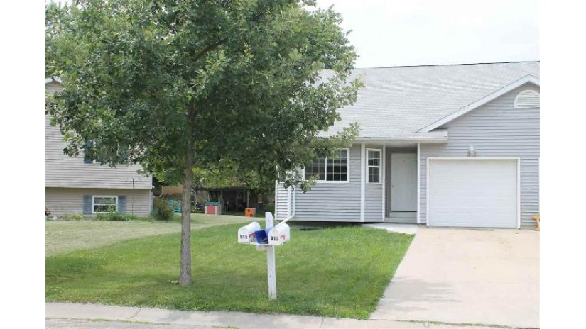 915 Parkwood Ln Jefferson, WI 53549 by Fort Real Estate Company Llc $98,500