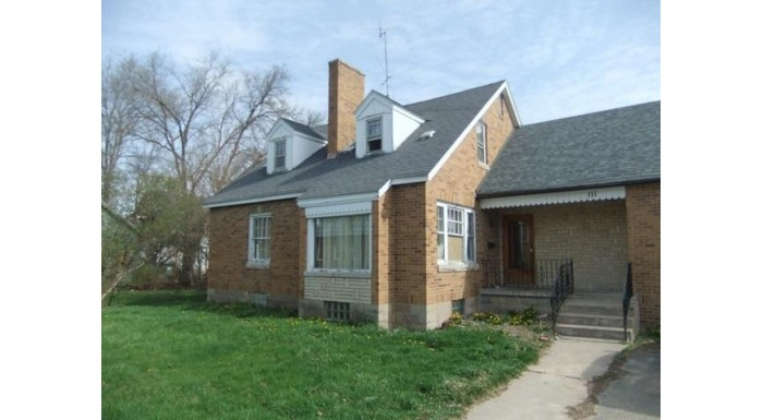 131 Maine St Mauston, WI 53948 by Gavin Brothers Auctioneers Llc $95,000