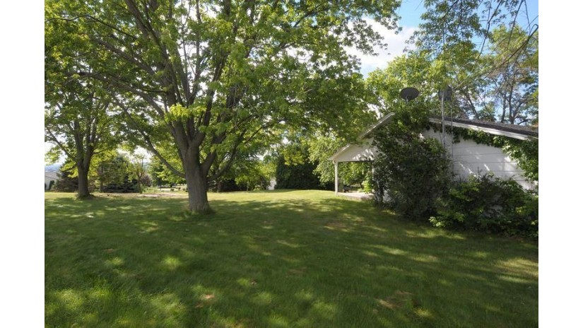 1320 Lincoln Ave Baraboo, WI 53913 by Bunbury & Assoc, Realtors $189,900