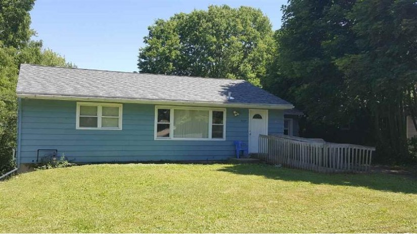 3225 Ridgeway Ave Madison, WI 53704 by Re/Max Preferred $160,000