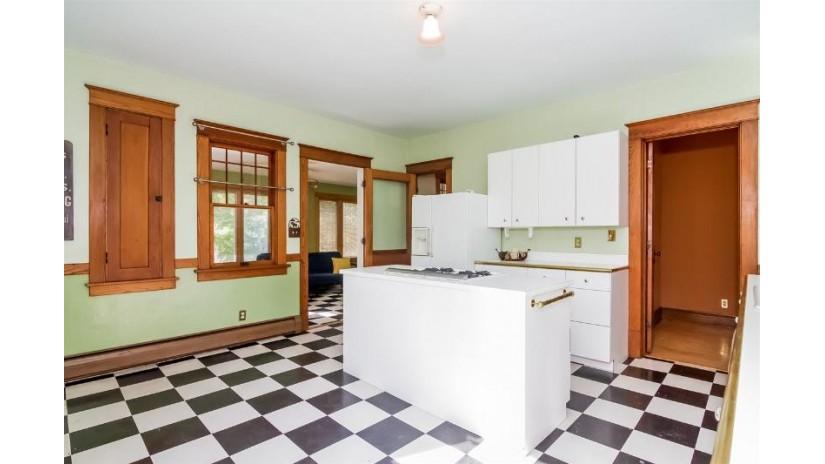 211 W Main St Sun Prairie, WI 53590 by Stark Company, Realtors $239,500