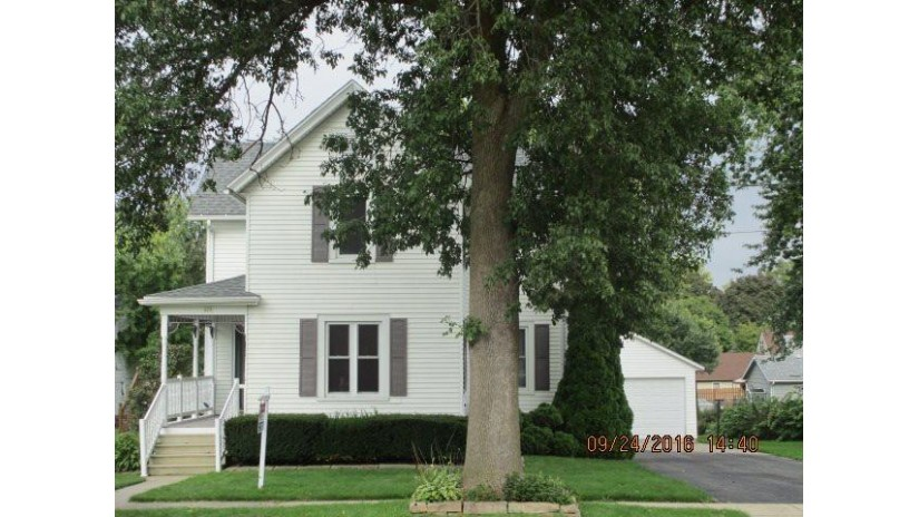 428 W Fountain St Columbus, WI 53925 by Re/Max Preferred $187,400