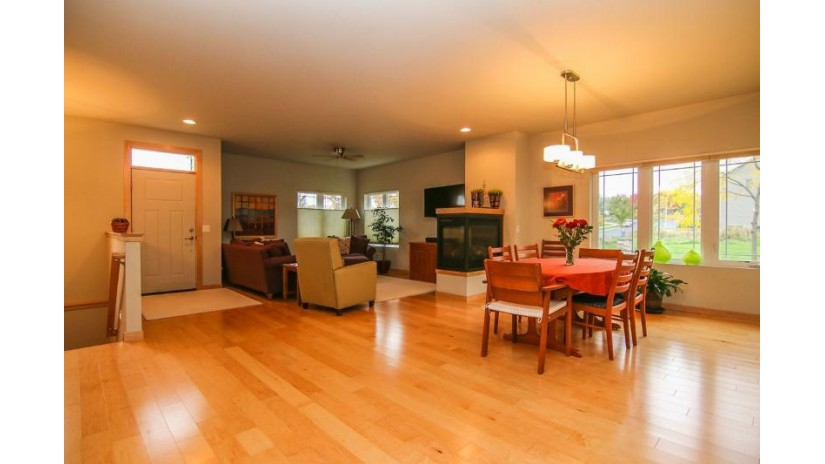 11 Oak Park Way Fitchburg, WI 53711 by Re/Max Preferred $359,900