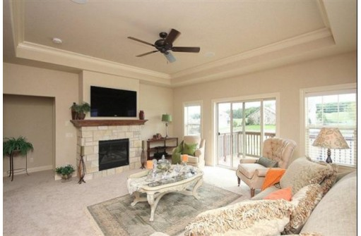 2 Greenside Cir, Madison, WI 53593