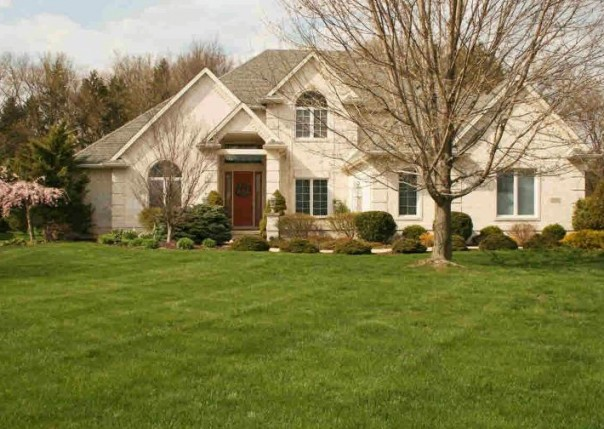 2139 COUNTRY CLUB CIRCLE Monroe, MI 48162 by Gerweck Real Estate $549,900