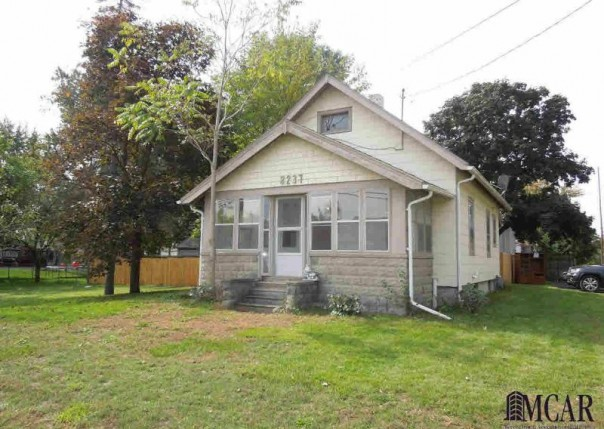 8237 LEWIS AVE Temperance, MI 48182 by Preferred Associates $79,900