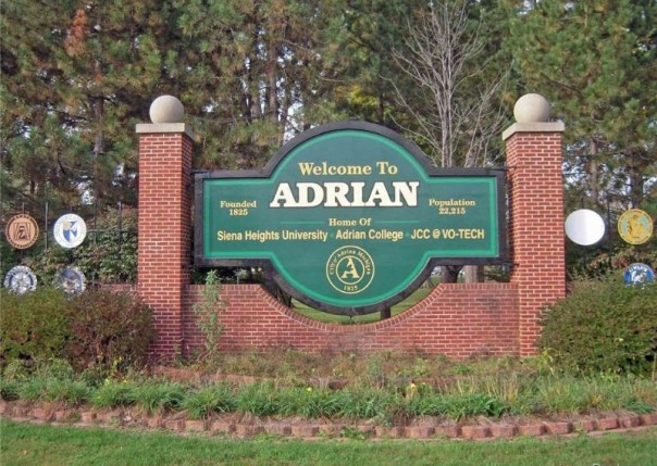 3079 Hillview, Adrian, MI, 49221