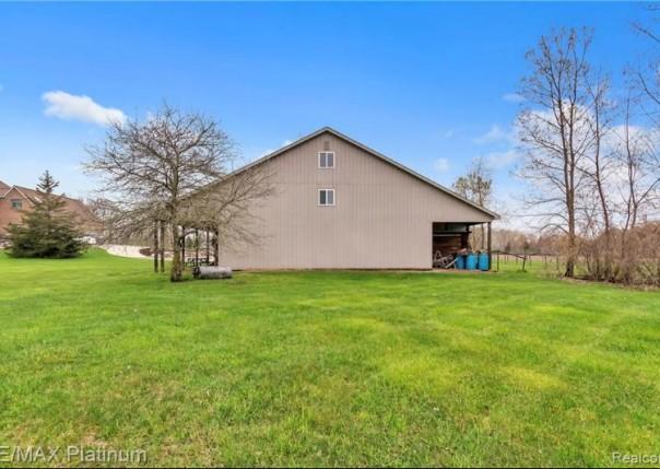3590 N Burkhart, Howell, MI, 48855
