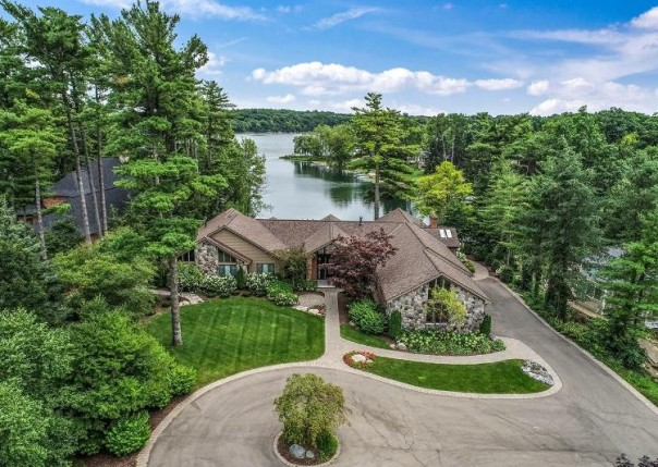 5011 Elmgate, Orchard Lake, MI, 48324