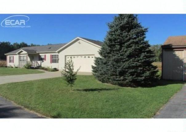 5566  Dorwood Rd,  Saginaw, MI 48601 by Remax Prime Properties $177,000