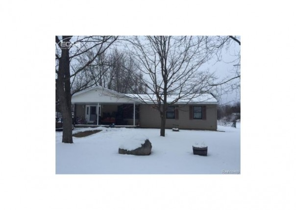 1377 Winfield Drive Swartz Creek, MI 48473 by Remax Real Estate Team $114,900