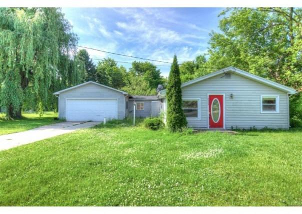 5335  Southway Dr,  Swartz Creek, MI 48473 by Berkshire Hathaway Homeservices Michigan Real Esta $44,900