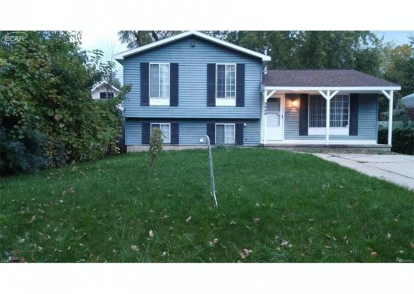 3900  Cresthaven Dr,  Waterford, MI 48328 by Red Carpet Keim Action Group 1 $128,900