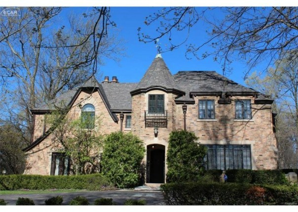 2730 Westwood Parkway Flint, MI 48503 by Real Living Tremaine Real Estate.com $269,999
