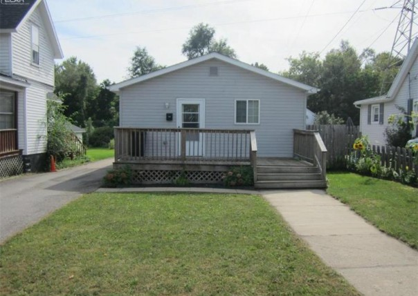 538  Corunna Ave,  Owosso, MI 48867 by Burrell Real Estate $59,900