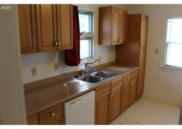 2925 Congress Avenue Saginaw, MI 48602 by Bomic Real Estate $64,900
