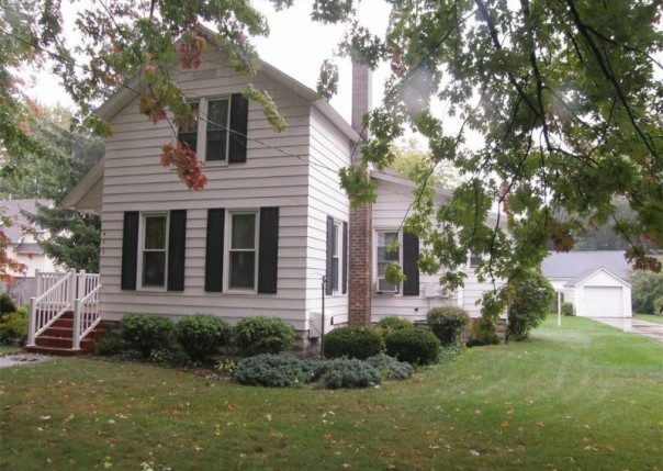 411 S Chapman St,  Chesaning, MI 48616 by Remax Tri County $68,500