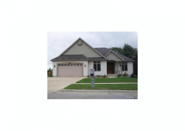 1360  Jackson Dr,  Owosso, MI 48867 by The Home Office Realty Llc $239,300