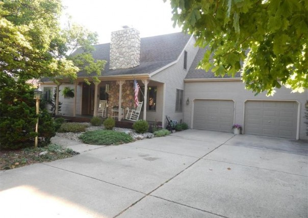 420  Joyce Dr,  Flushing, MI 48433 by Remax Town & Country $189,900
