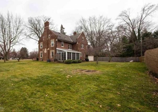 16641 E Jefferson, Grosse Pointe Park, MI, 48230