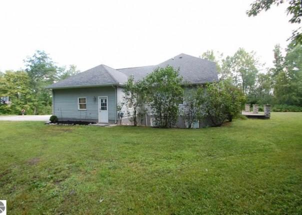 2101 S Gray Road, West Branch, MI, 48661