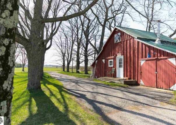 11977 S Gilbert Road, Empire, MI, 49630