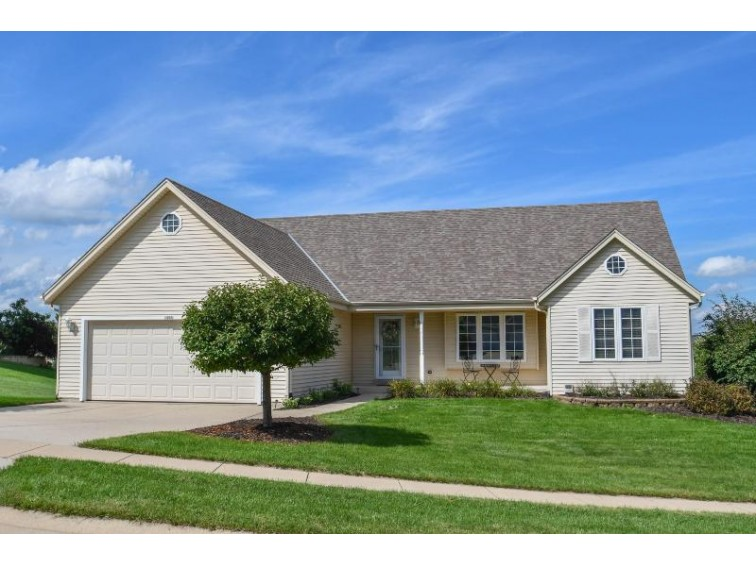 1190 Apple Grove Ln, Oconomowoc, WI by Stapleton Realty $339,900
