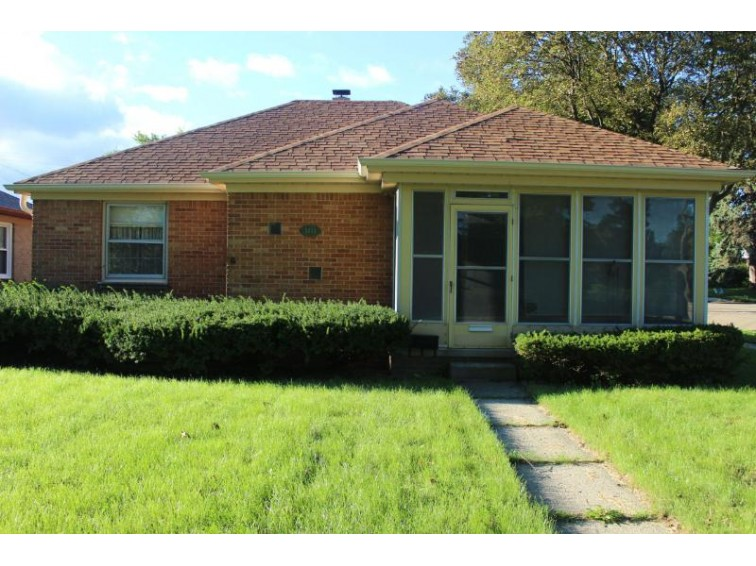 5433 W Lincoln Creek Dr, Milwaukee, WI by Shorewest Realtors, Inc. $79,900