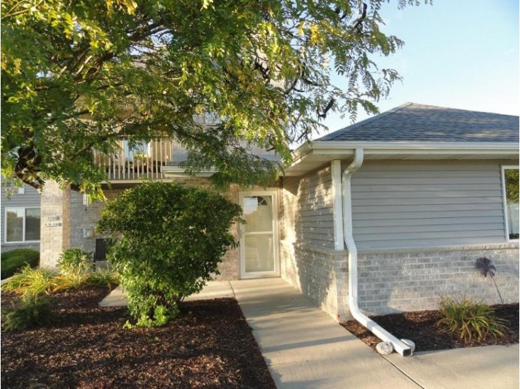 W206N16107 Stonebrook Dr, Jackson, WI by Re/Max Insight $149,000