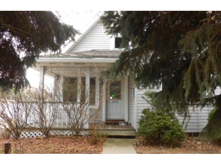 1217 Mackinac Ave, South Milwaukee, WI by Coldwell Banker Homesale Realty - New Berlin $129,000