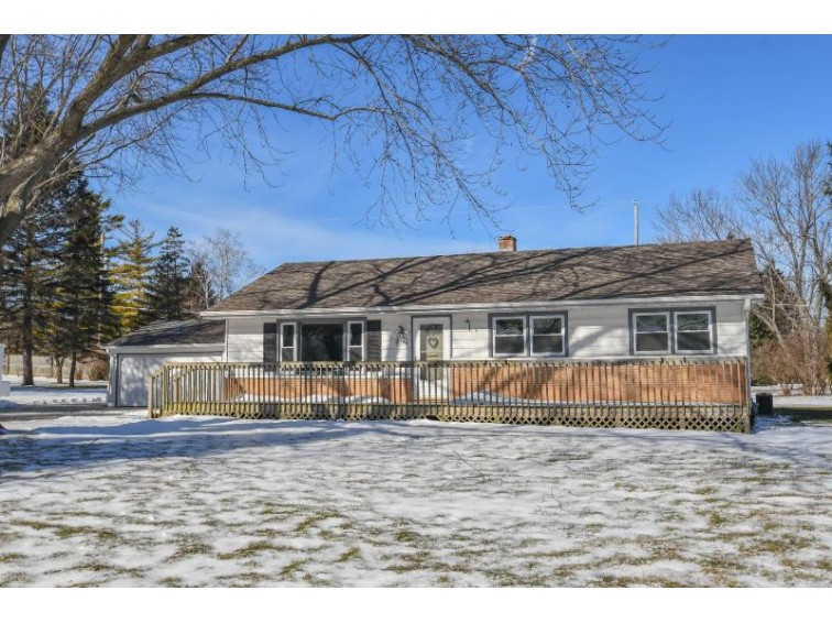 W150N6299 Mineola Dr, Menomonee Falls, WI by Realty Executives Southeast $239,900
