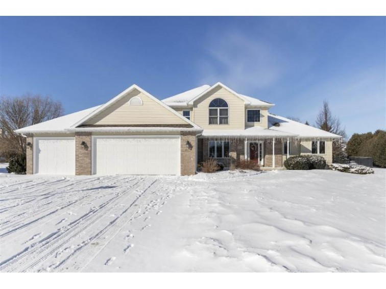 4724 Dogwood Court Appleton, WI 54914 by Coldwell Banker Real Estate Group $335,000