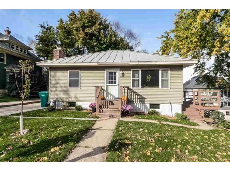 312 Oak St, Mount Horeb, WI by Realty Profiles, Llc $175,000