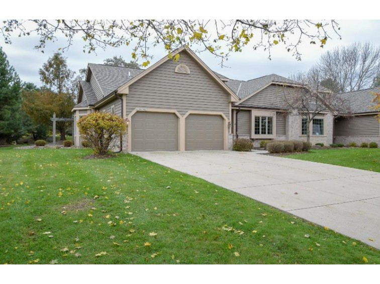 N19W28985 Golf Rdg N, Pewaukee, WI by Re/Max Realty 100 $419,900