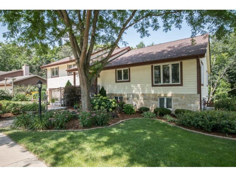 2814 Lincolnshire Ct, Waukesha, WI by Shorewest Realtors, Inc. $349,900