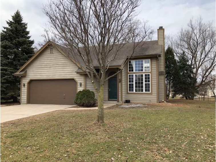 N27W26457 Christian Ct W B, Pewaukee, WI by Benefit Realty $249,900