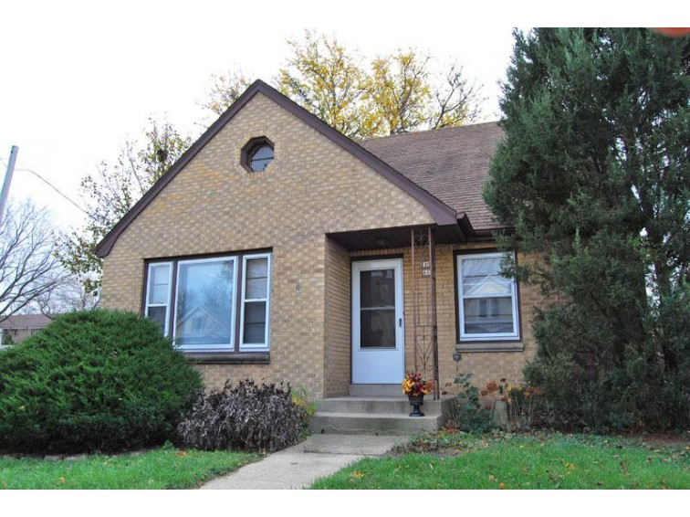 613 E Lincoln Ave 613a, Milwaukee, WI by Shorewest Realtors, Inc. $199,900