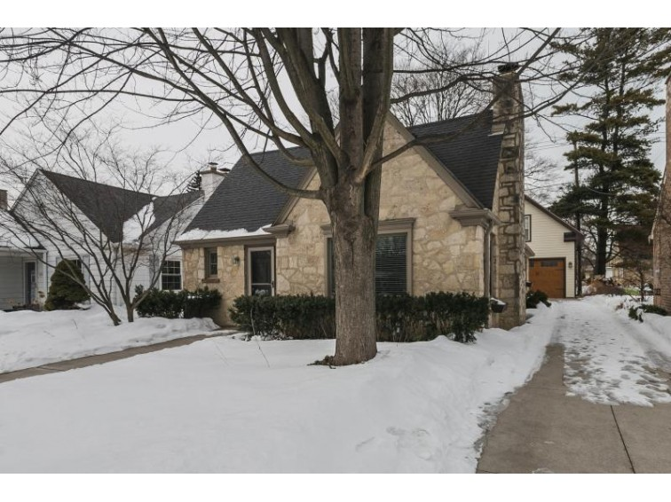 818 E Hampton Rd, Whitefish Bay, WI by Keller Williams Realty-Milwaukee North Shore $380,000
