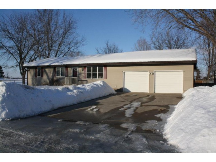 W8428 North Shore Dr, Onalaska, WI by Re/Max First Choice $214,900