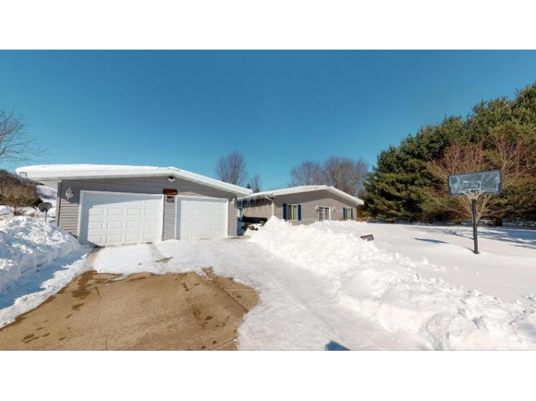 N17025 Dale Valley Ln, Galesville, WI by Re/Max First Choice $165,000