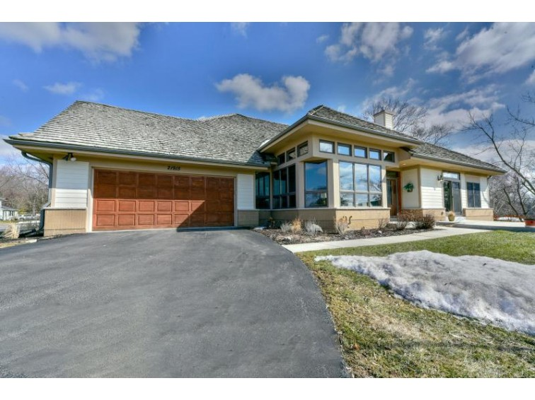 21915 W North Ave, Brookfield, WI by Buyers Vantage $378,000