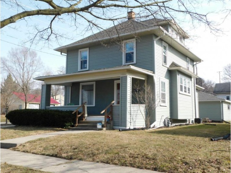 1121 Ellis St Waukesha, WI 53186-5619 by Realty Executives Integrity~brookfield $218,500