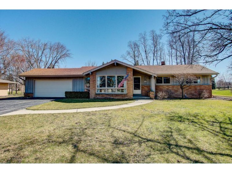 12125 W Chapman Ave, Greenfield, WI by Realty Executives Integrity~brookfield $259,900